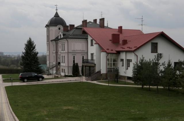 В маєтку Дубневича проводять обшуки
