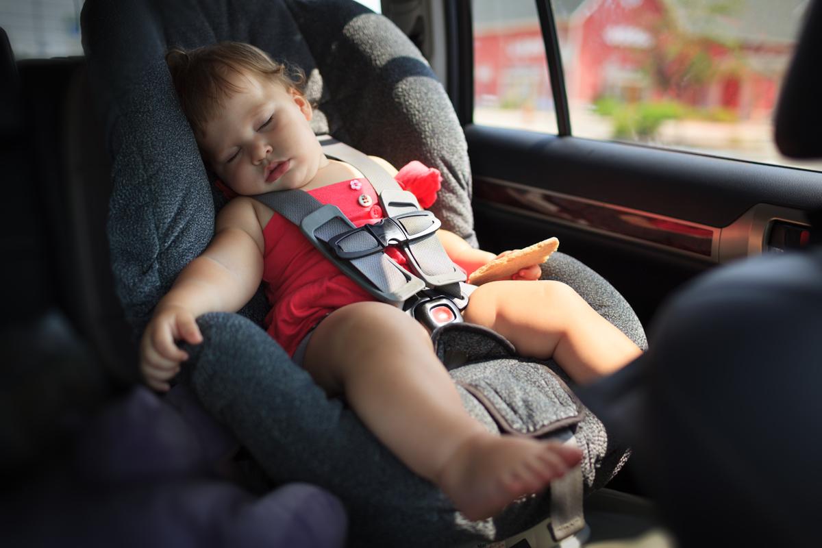 Відсьогодні водіїв штрафуватимуть за перевезення дітей без автокрісел