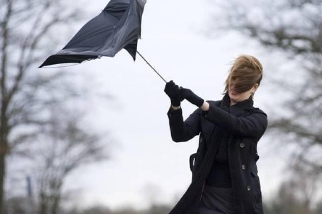 Львів'ян попереджають про сильні пориви вітру