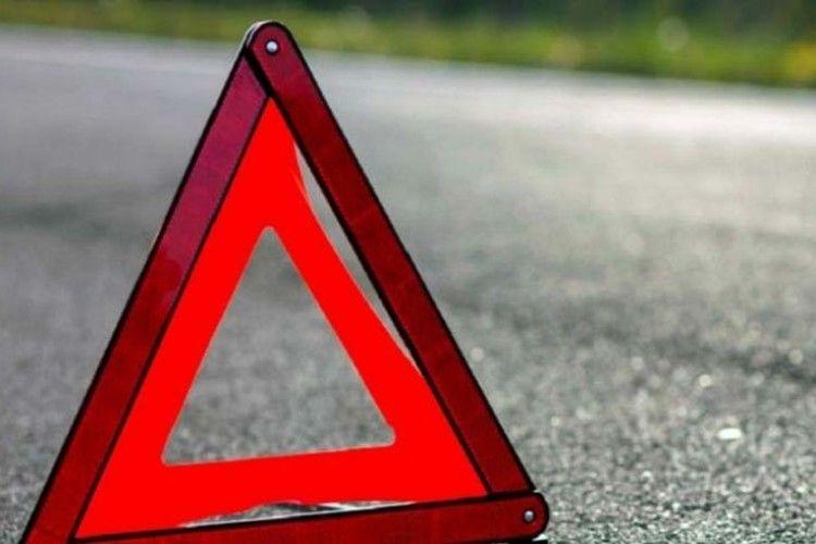 На Червоної Калини під колеса авто потрапила жінка із дворічним сином