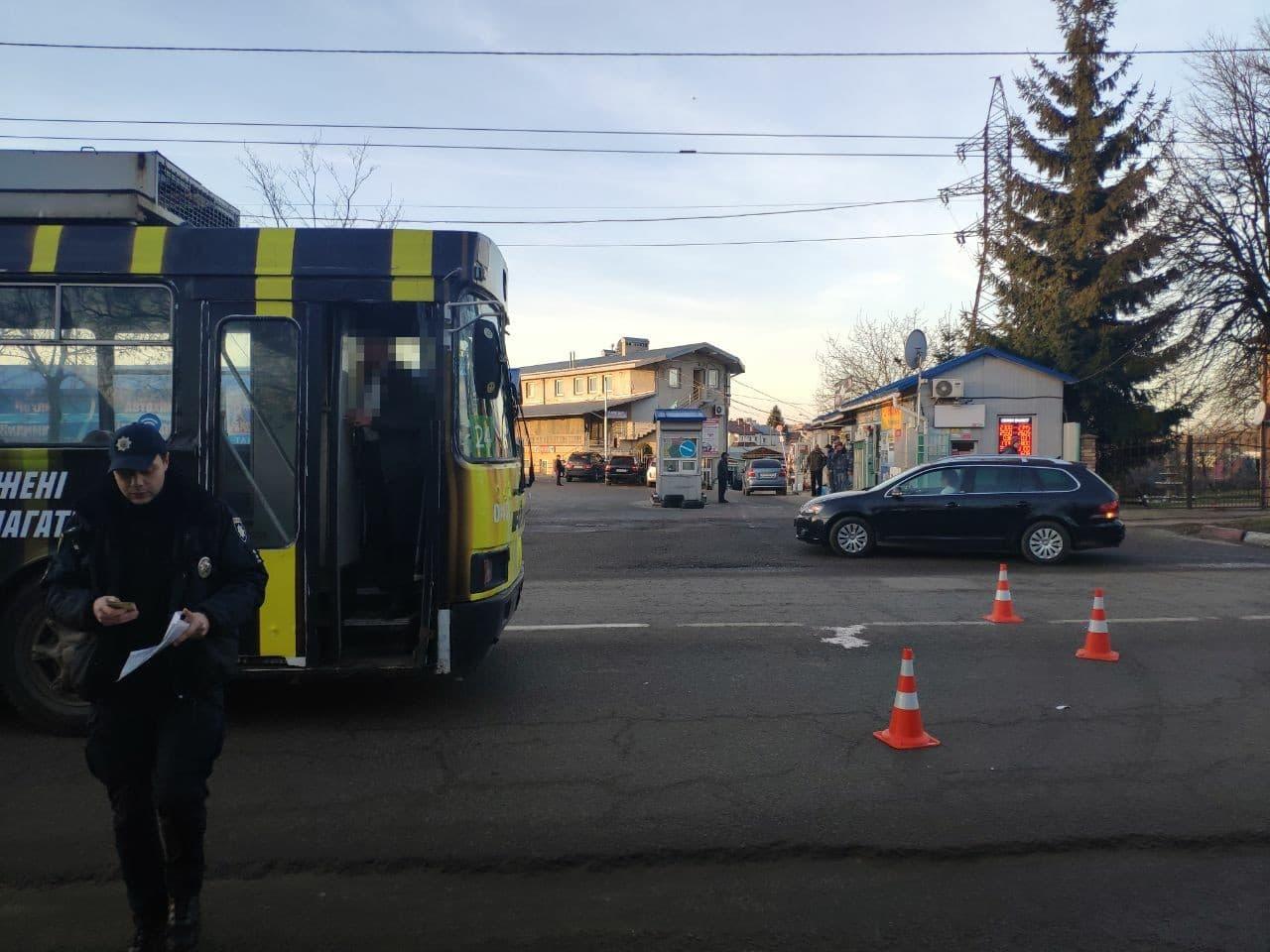 На вул.Зеленій тролейбус №24 збив пішохода