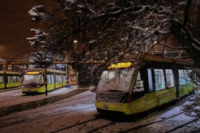 У новорічну ніч у Львові курсуватимуть трамваї на трьох маршрутах. Розклад руху