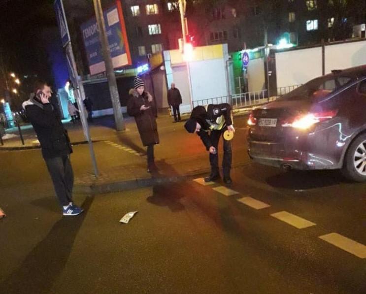 На Сихові водій втік з місця ДТП, але загубив номерні знаки (відео)