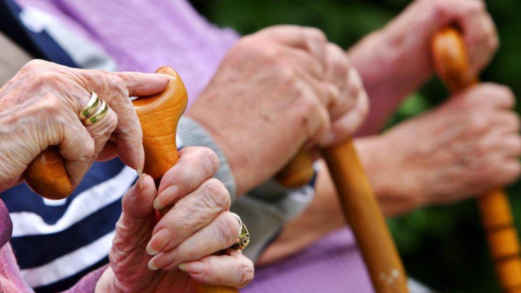 З квітня в Україні підвищать пенсійний вік жінкам