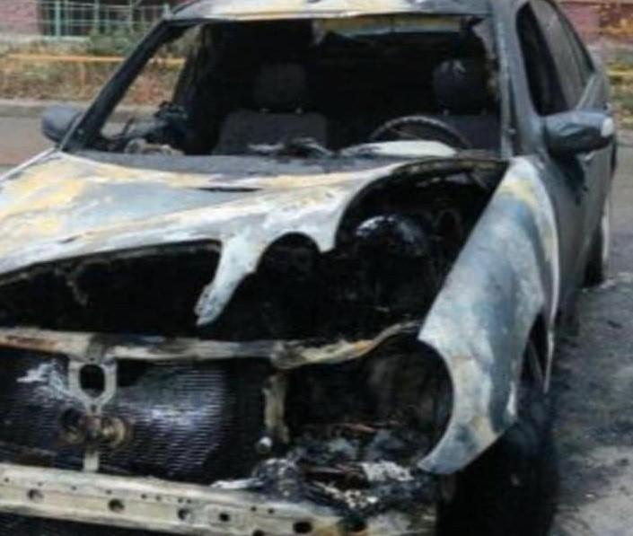 На вул. Сихівській спалили автомобіль