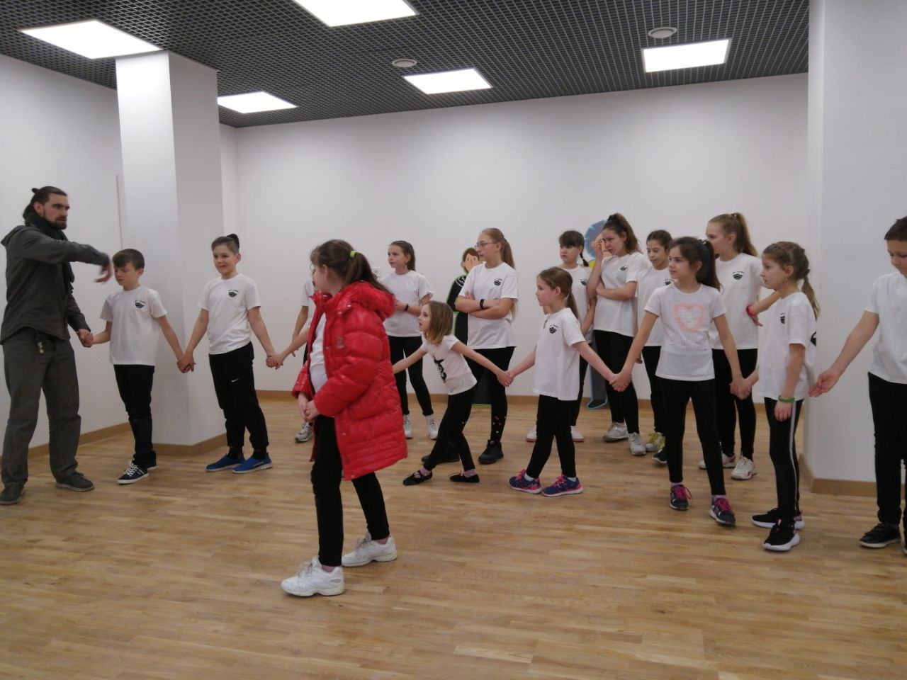Танцююча наука: діти поєднали мистецтво та біохімію в оригінальній постановці (Відео)