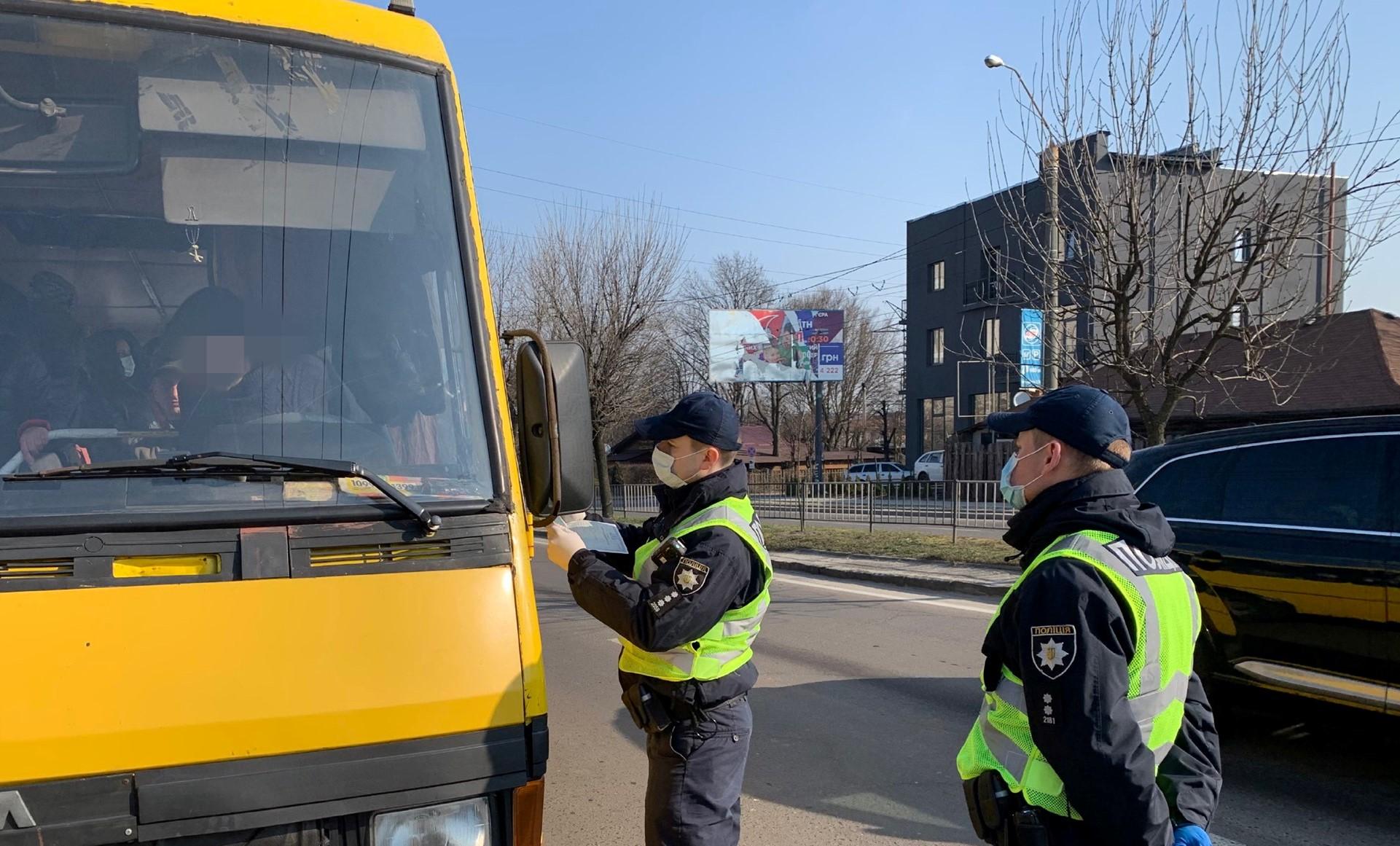 У Львові патрульні оштрафували 5 водіїв маршруток, які перевозили понад 10 пасажирів