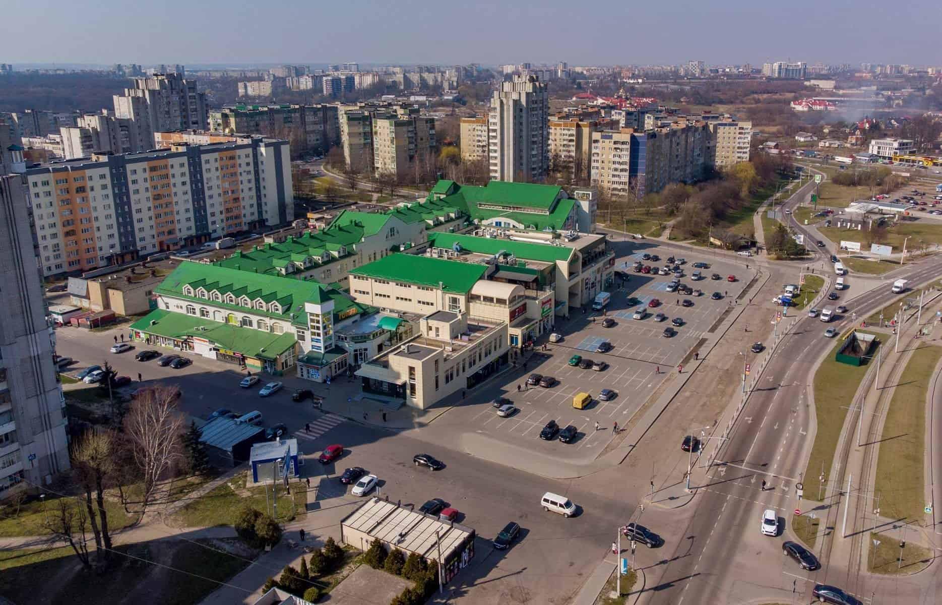 Львів'ян запитують чи потрібно закривати ринки у місті