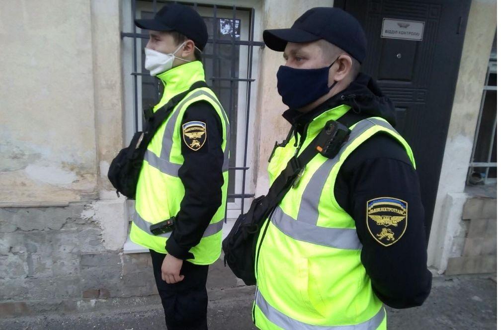 Львівських контролерів одягнули в форму