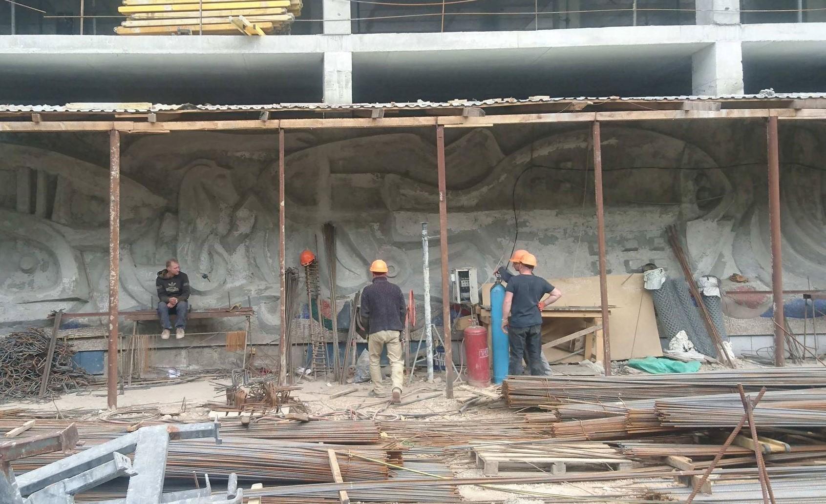 У Львові продовжують роботи з відновлення мозаїки «Море і риби»
