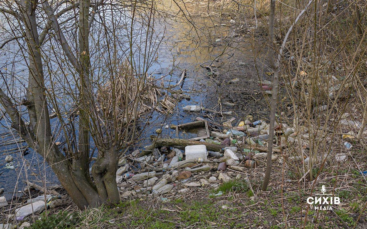 У Сихівському районі озеро у смітті та фекаліях. ФОТО