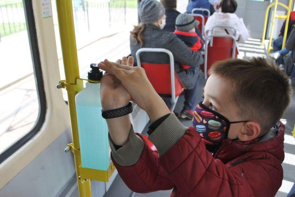 У львівських трамваях та тролейбусах встановили дезінфектори