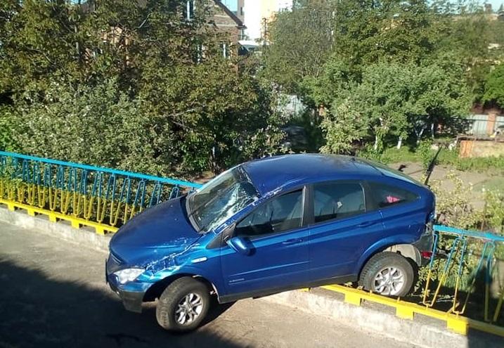 Вночі на Сихівському мосту трапилась аварія
