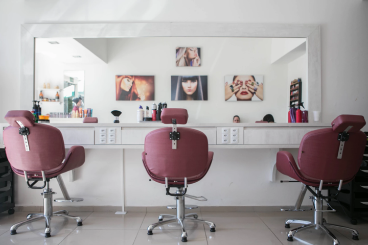 У Львові дозволили працювати перукарням та салонам краси