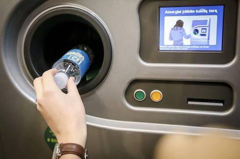 Львів'яни вимагають встановити автомати для збору пластикових пляшок