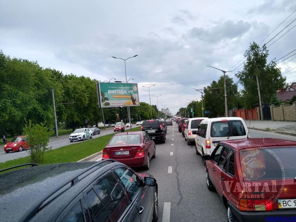 Смугу громадського транспорту на вул. Стрийській ліквідують