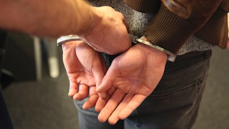 На Сихові правоохоронці затримали рецидивіста, який намагався пограбувати магазин