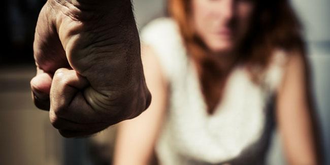 На Сихові чоловік погрожував ножем доньці, а потім спробував вкоротити собі віку