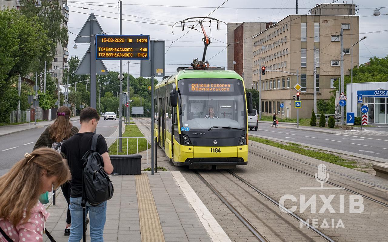 Електронні табло: бути чи не бути їм на зупинках сихівського трамваю?