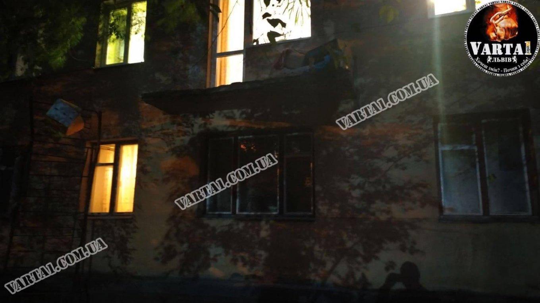 На Новому Львові троє людей випали з балкону