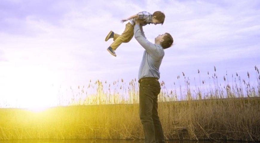 Сьогодні в Україні відзначають День батька та День медичного працівника