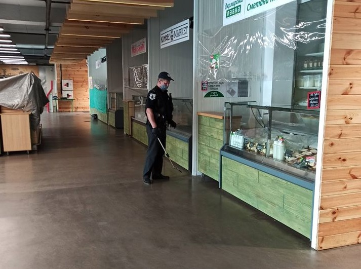 Правоохоронцям надійшло фальшиве повідомлення про замінування ринку на Сихові