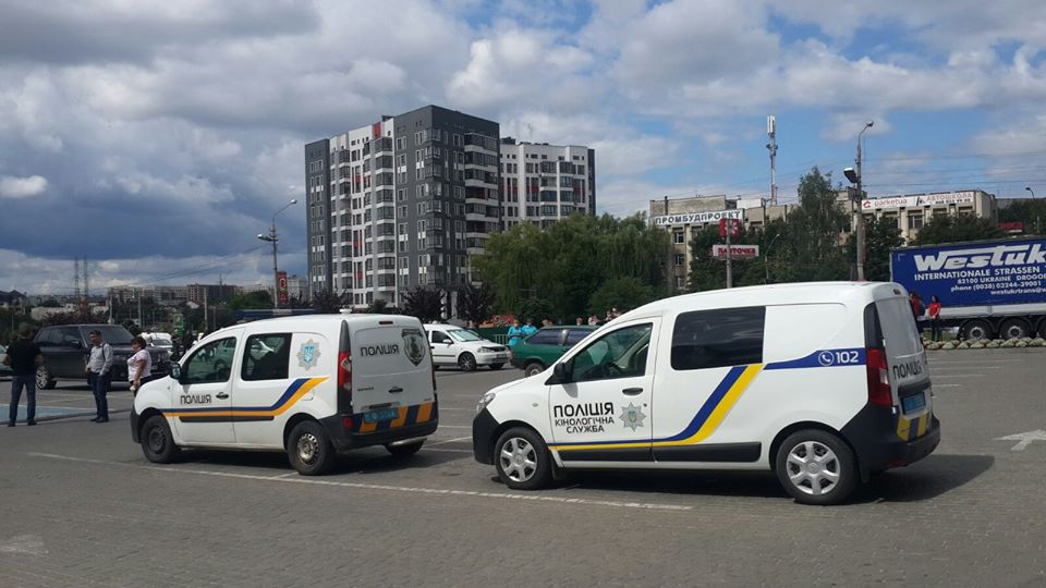 На Сихові поліція отримала фальшиве повідомлення про замінування ринку та торгового центру