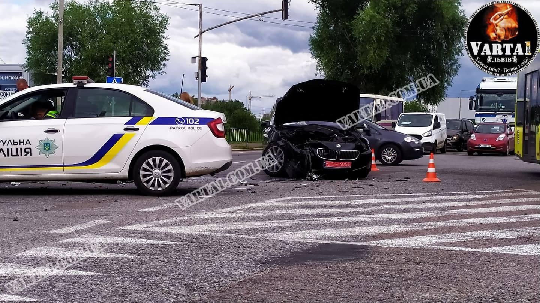 У Львові на вул. Стрийській зіткнулися BMW та Renault