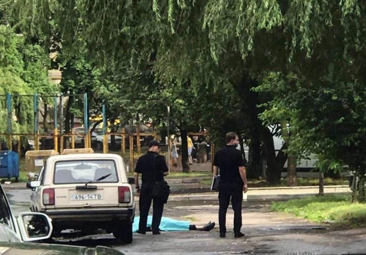 На Сихові серед вулиці раптово помер чоловік