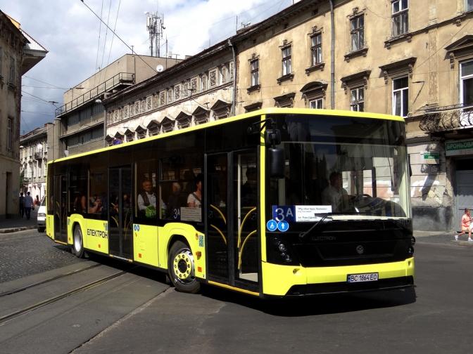 В автобусах №3А з'явиться можливість безготівкової оплати