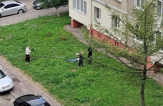 В Сихівському районі з вікна 8-го поверху випала жінка