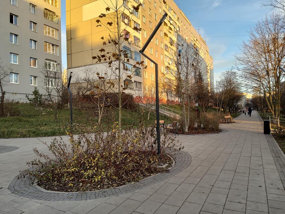 Біля алеї на вул. Вернадського тепер оновлений громадський простір