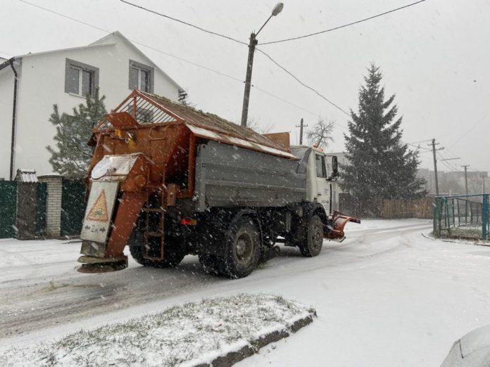 На вулицях Львова працює 59 одиниць снігоочисної техніки