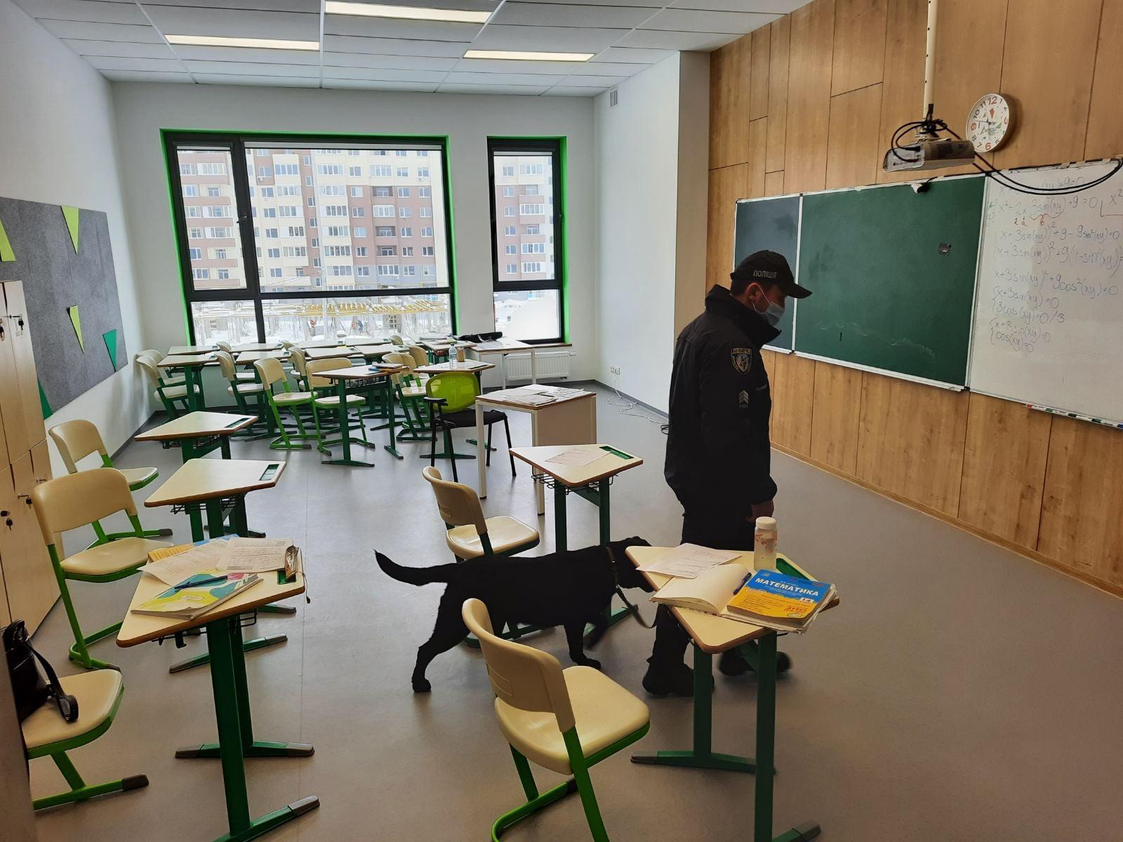 У школі на Угорській повідомили про замінування