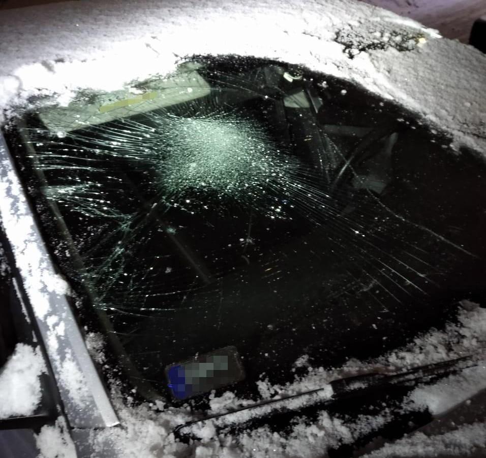 П'яний хуліган побив авто та їх водіїв на Стрийській