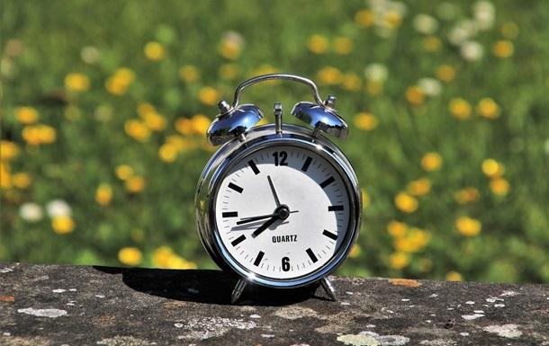 В неділю Україна перейде на літній час
