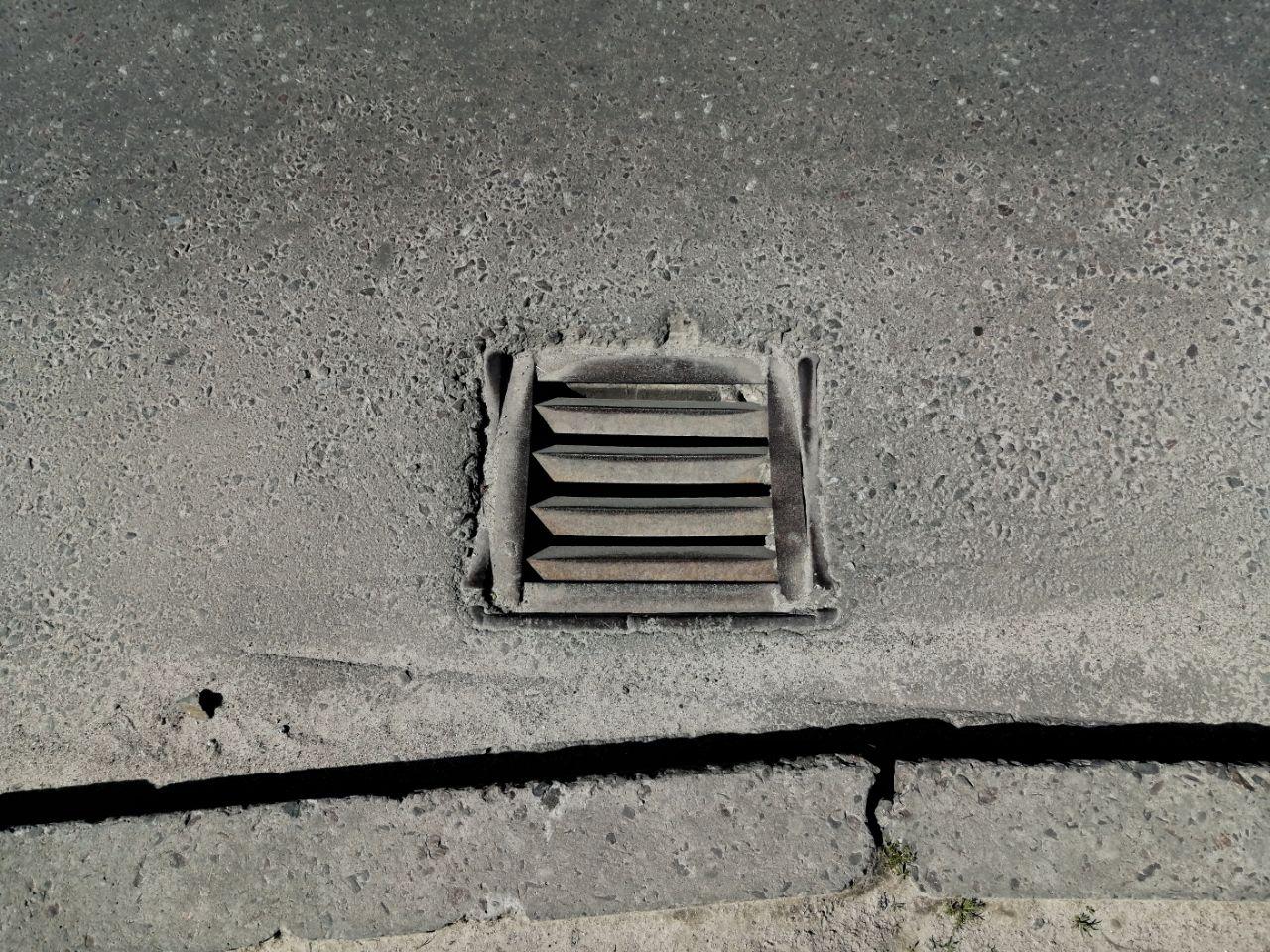 Яка ситуація з дощоприймачами та сходовими клітками в Сихівському районі?