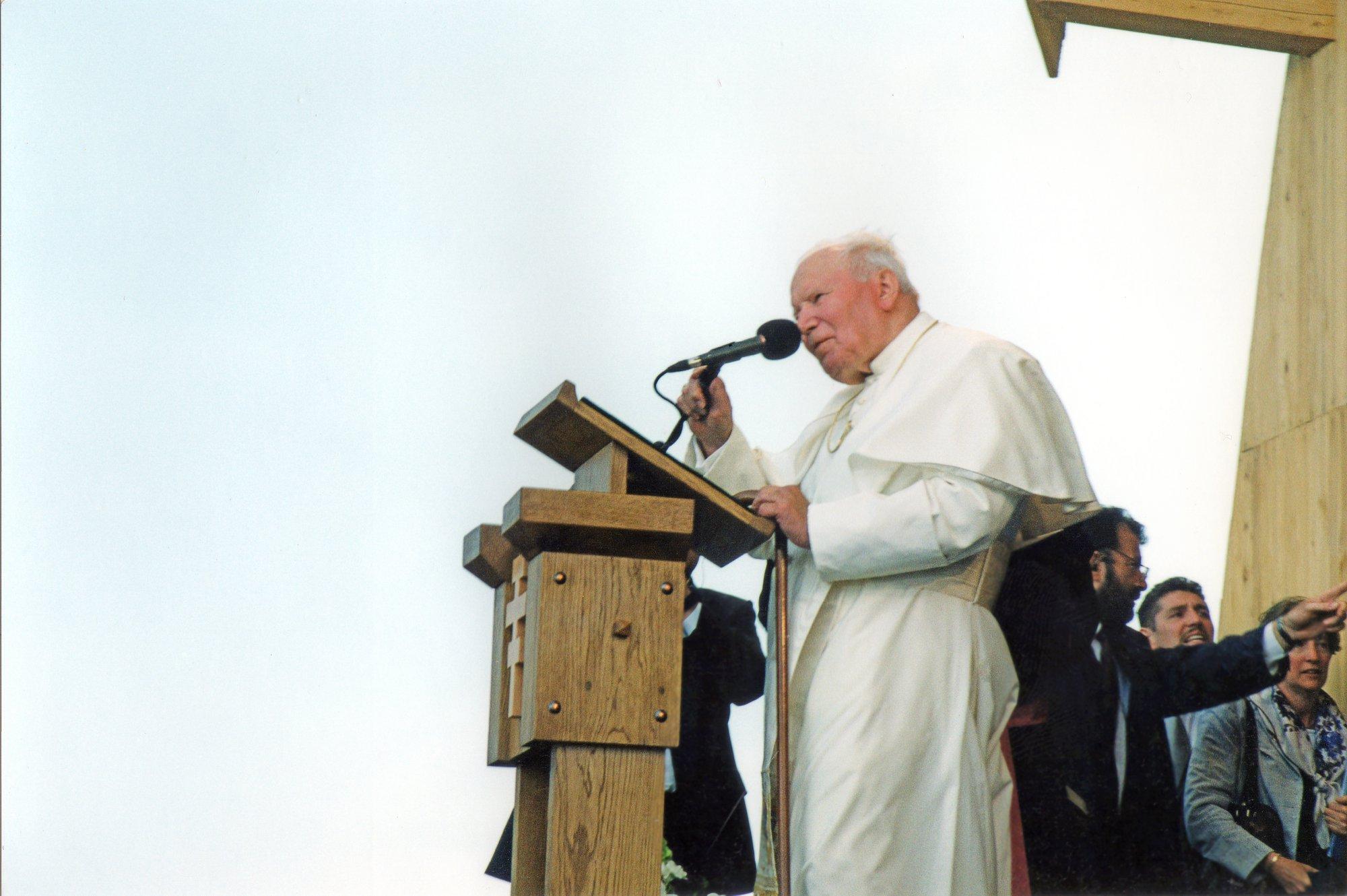 """На Сихів привезуть мобільний музей """"Дім св. Йоана Павла ІІ"""""""