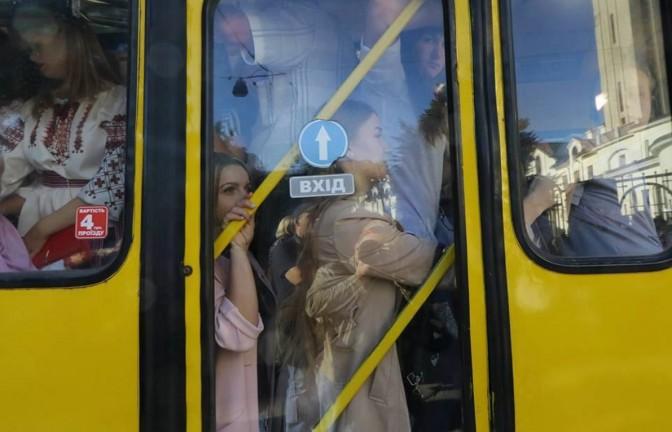 Сихівські школярі платитимуть за проїзд в маршрутках