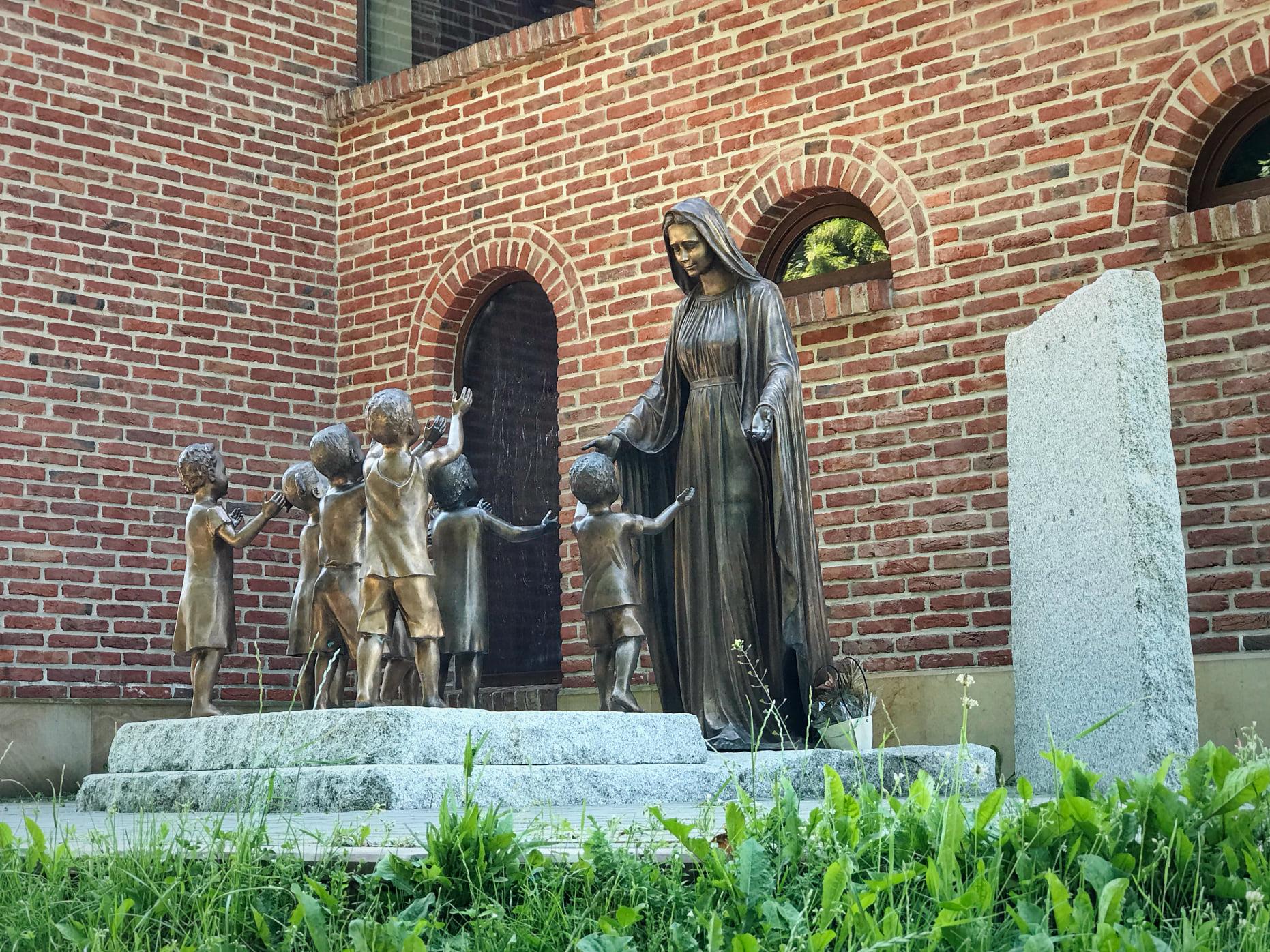 На Сихові є скульптури, що просять не вбивати дітей