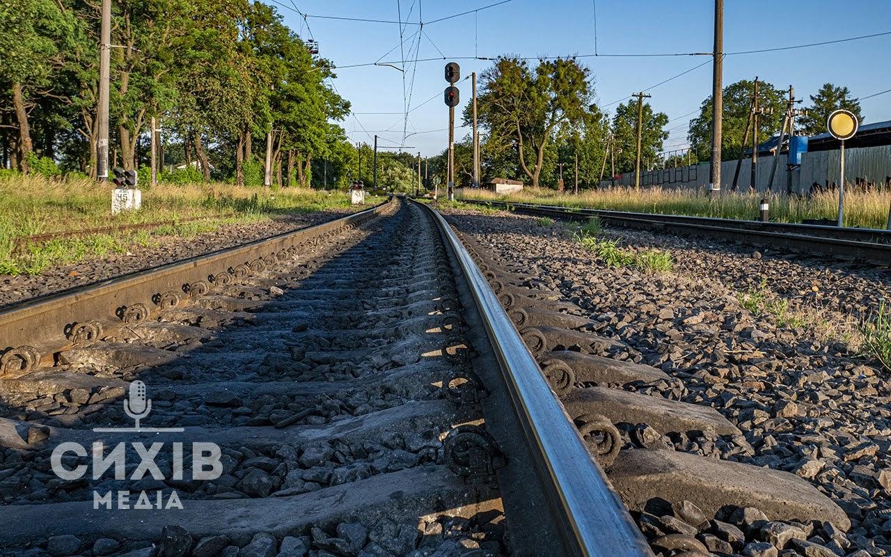 На залізничному перегоні потяг на смерть збив чоловіка